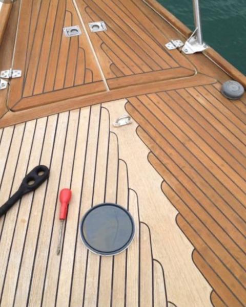 خدمة  تصليح الفايبرجلاس والكهرباء وتنجيد وصيانه جميع القوارب واليخوت والجيتسكي.